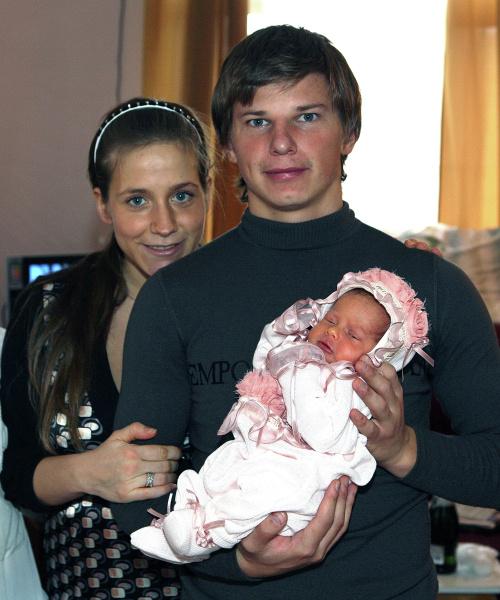 Андрей Аршавин и Юлия Барановская с дочерью