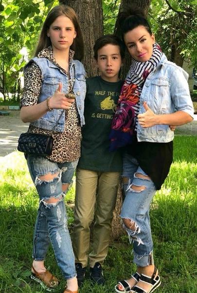 Юлия с сыном и дочерью