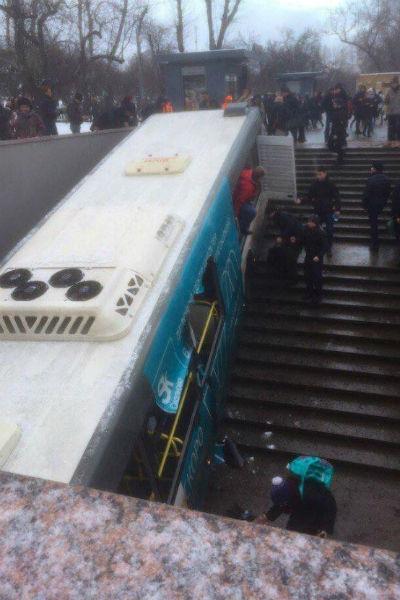 Автобус потерял управление