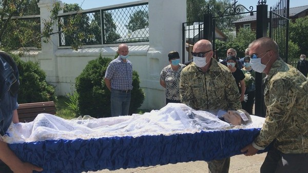 Погибшего в ДТП с Михаилом Ефремовым хоронят в Рязанской области