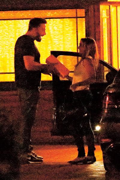 На подарки няне Аффлек денег не жалеет - Кристин разъезжает на Lexus Convertible за $43 000