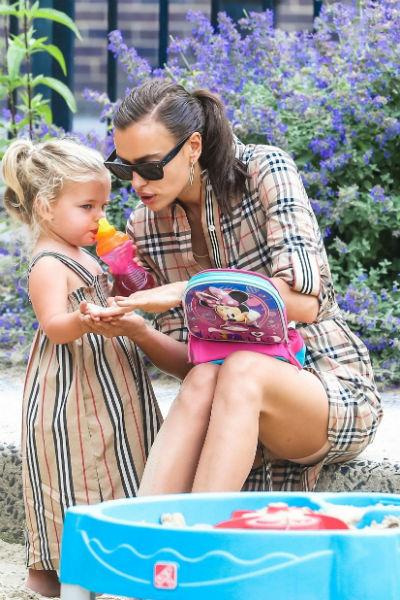 Все выходные Ирина проводит с дочерью