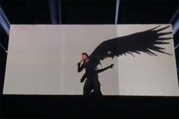 На глазах у зрителей за спиной Сергея Лазарева выросли крылья