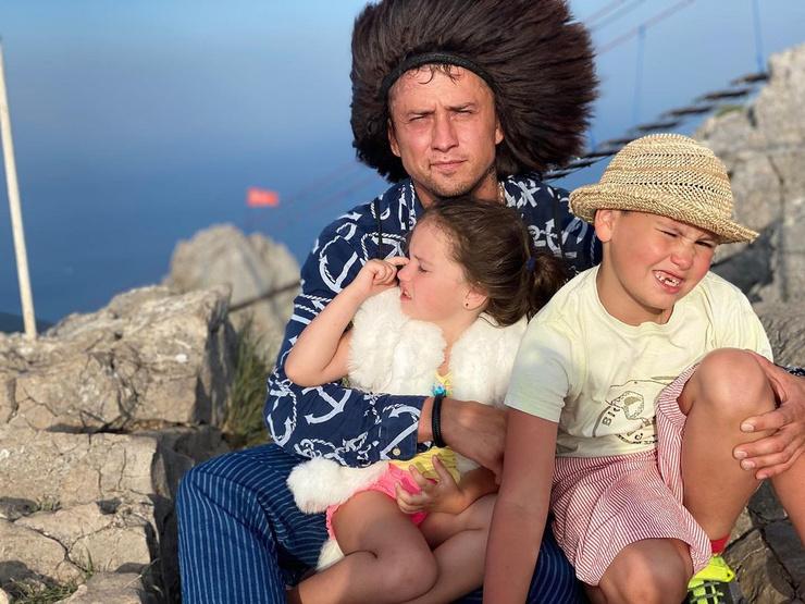 Павел поддерживает общение с детьми