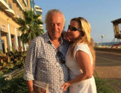 50-летнюю жену Ильи Резника в бикини сравнили с древнегреческой богиней