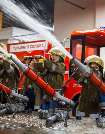 Дети смогли почувствовать себя настоящими пожарными