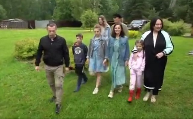 Гузеева приехала в гости на хутор