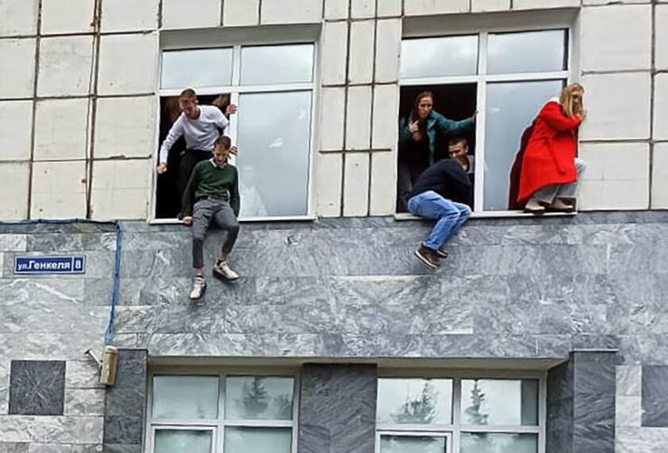 Студенты спасались любыми возможными способами