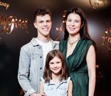 Бывшая жена Игоря Верника пришла с детьми на премьеру «Аладдина»