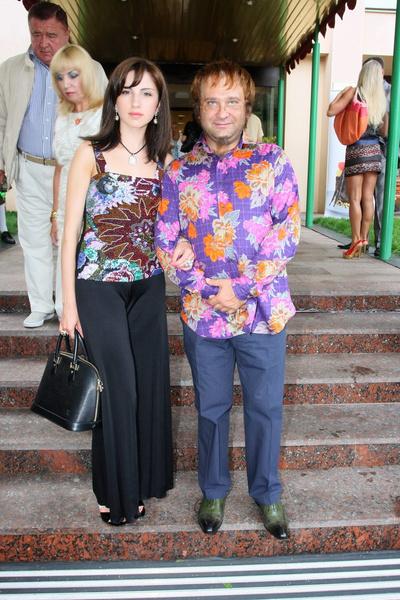 Юморист с официальной женой Верой Мороз