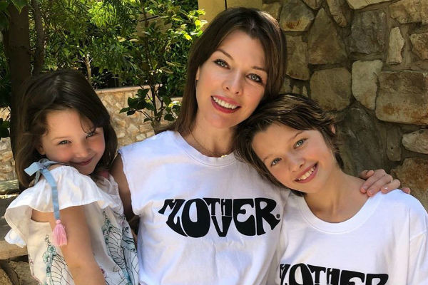 Актриса часто публикует фотографии дочерей, которые очень на нее похожи