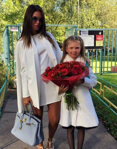 Катя Жужа с дочерью на 1 сентября