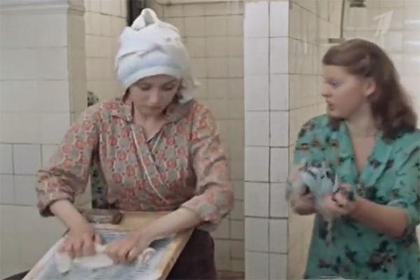 Та самая сцена в душе, где героиням нужно было раздеться