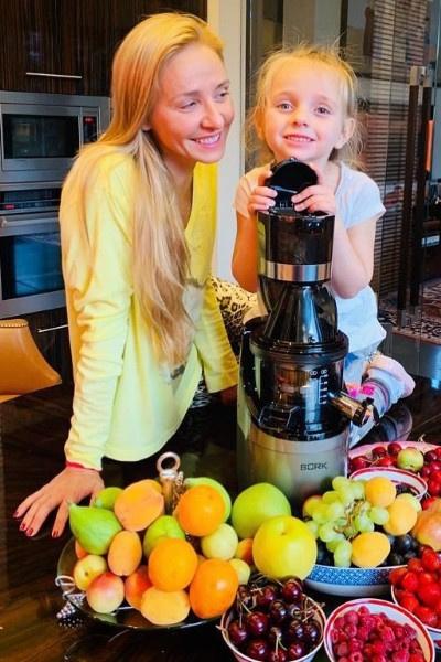 Увидев Надю Пескову, Анастасия Заворотнюк уверилась в желании родить еще одну дочку