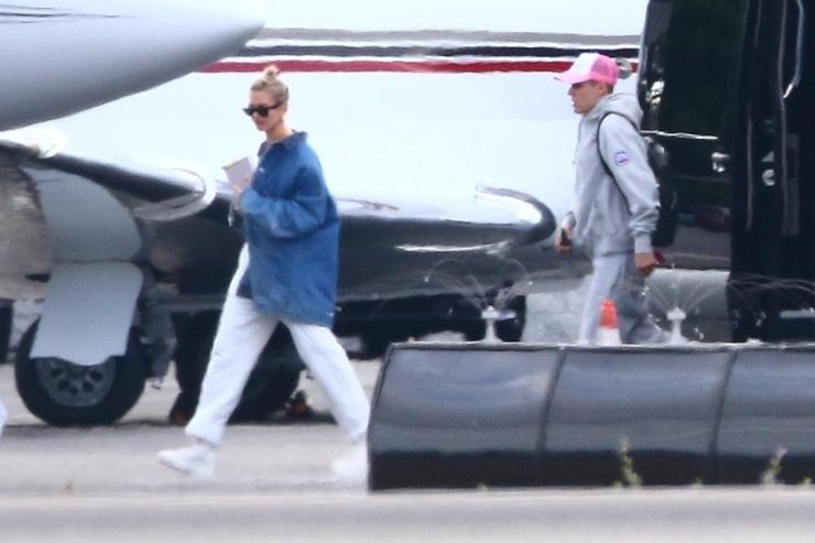 Хейли и Джастин прилетели на свадьбу на частном самолете