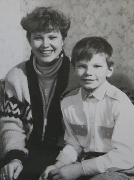 Мама привела маленького Андрея в секцию по футболу, когда тому было 7 лет