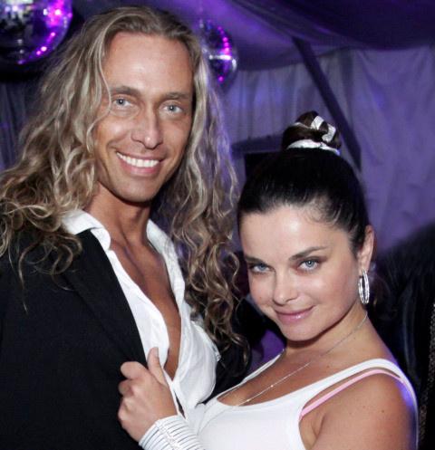 «Он меня толкнул»: любовница Тарзана получила черепно-мозговую травму после встречи с ним