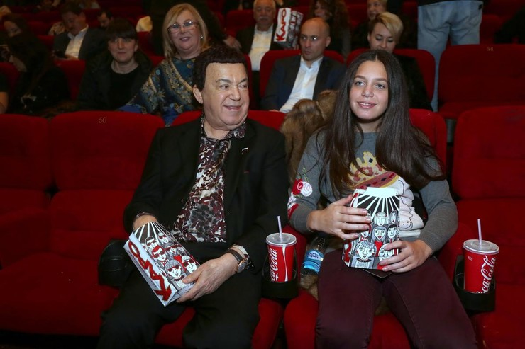Кобзон выступал против участия внучек в проекте «Голос»