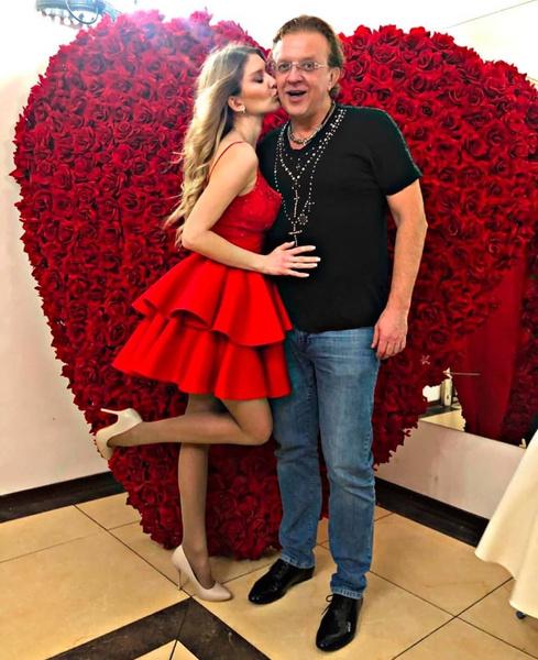 Более полугода назад Роман женился на бывшей подруге Елены