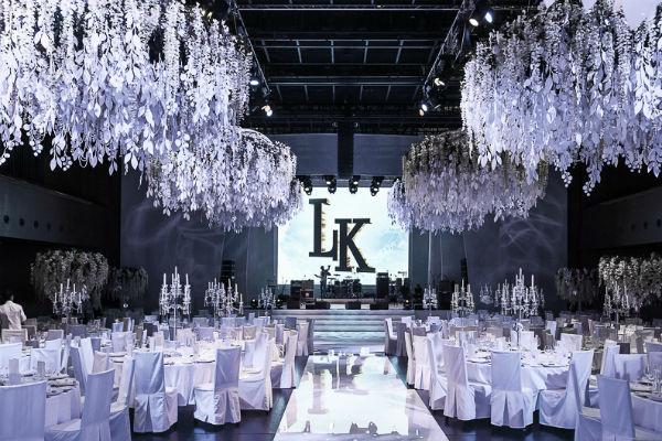 «Муж Кети Лев узнал о том, какая концепция будет на свадьбе, лишь за день до торжества, - говорит Юля. – Настолько пара мне доверилась»