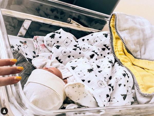 Молодая мама с радостью публикует фото малыша