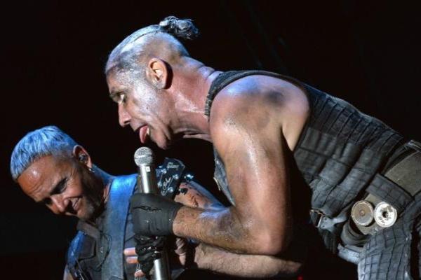 Группа Rammstein часто проявляет агрессию на концертах