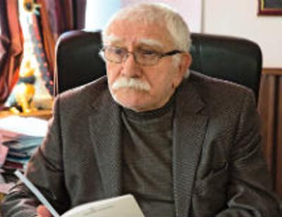 Сотрудники Театра Армена Джигарханяна подали на него в суд