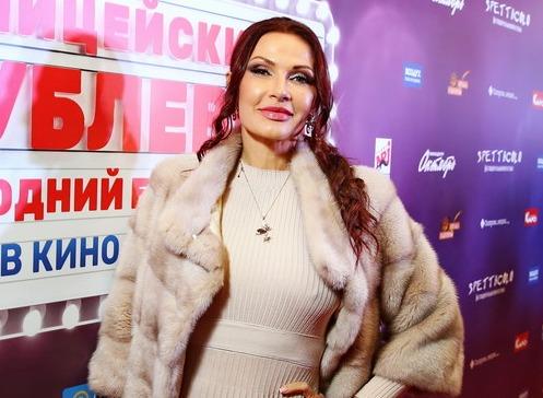 Эвелина Бледанс появилась на кинопремьере без белья