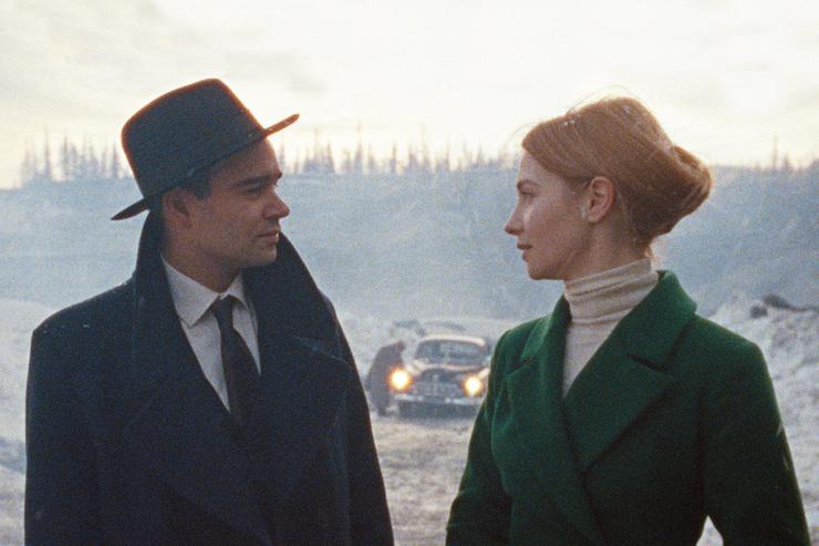 Героиня Луговой по ходу сюжета влюбляется в персонажа Федорова