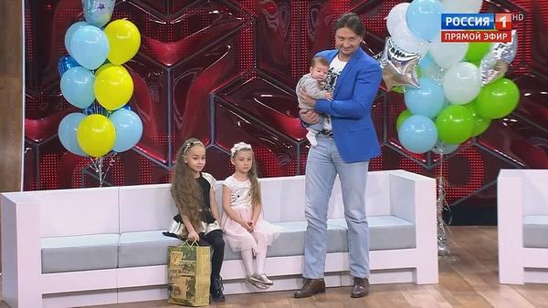 Эдгард Запашный представил маленького Даниэля телезрителям