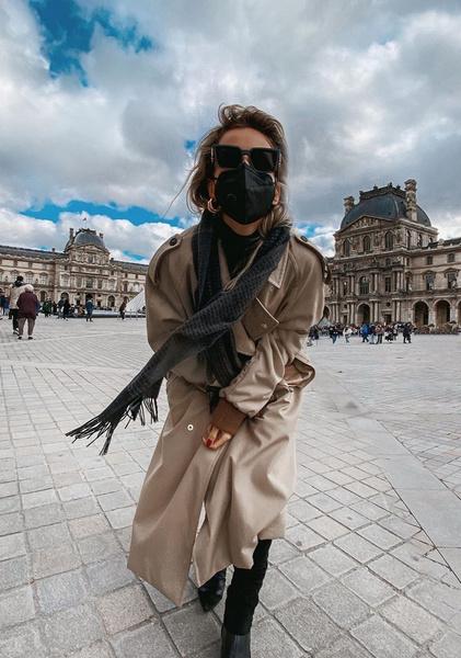 Светлана Лобода носит не только маску, но и очки