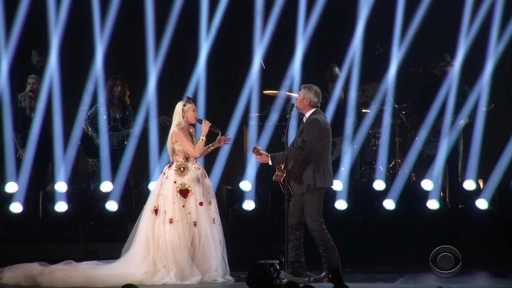 В этом платье Гвен была похожа на невесту