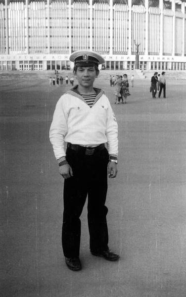 После школы Андрей поступил в мореходное училище