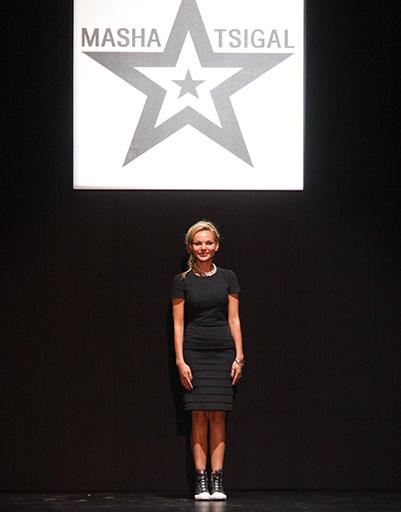 Маша Цигаль в финале показа