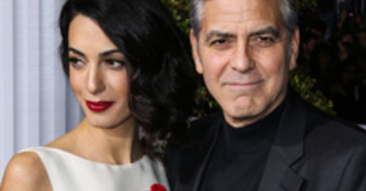 Супруга Джорджа Клуни показала округлившийся животик