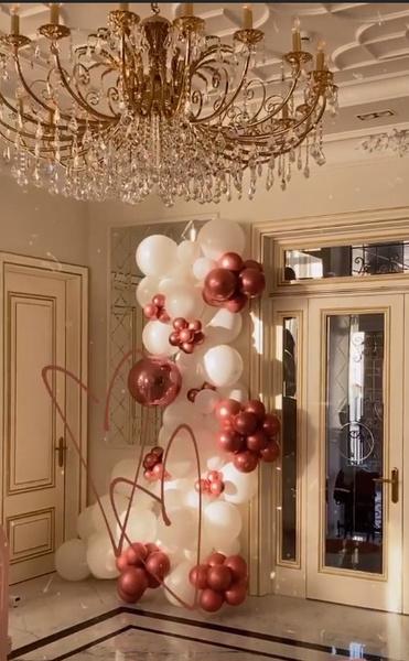 Шарики украшают дом Тарасова