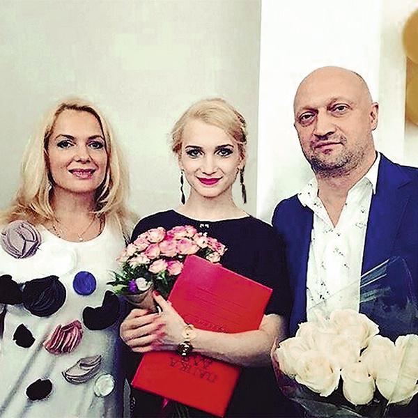 Полина пошла по стопам родителей и выбрала актерскую профессию