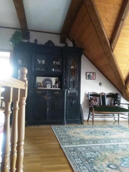 На первом этаже — гостиная-столовая, спальня, санузел, сауна, гараж и подсобные помещения...