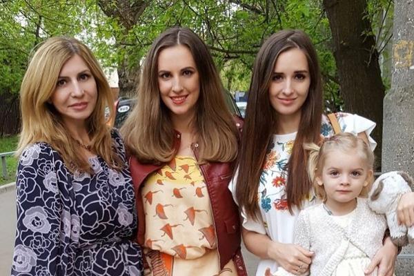 Ирина вместе с дочерьми участвовала в телестройке