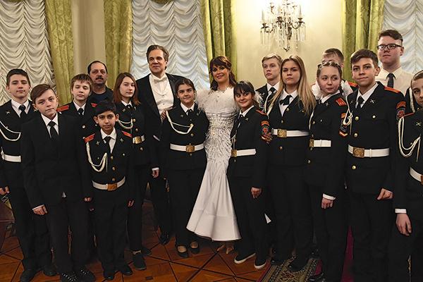 Недавно фонд Оксаны провел презентацию книги «Маленькие герои большой войны», на которой она устроила оперный концерт
