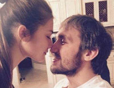 Александр Овечкин и Анастасия Шубская не скрывают нежности
