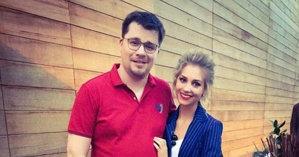 Май Абрикосов – Гарику Харламову: «Асмус не доросла до растяжки Волочковой»