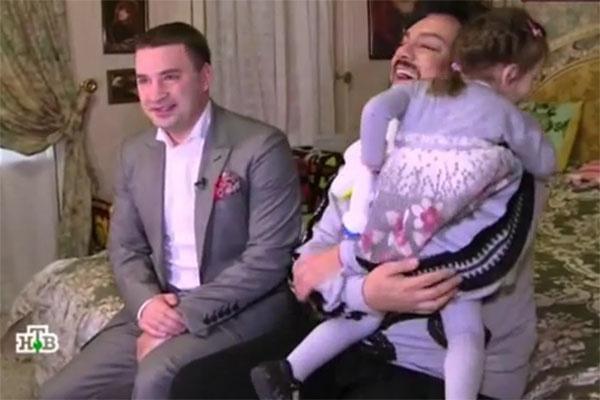 Это для всех Филипп Киркоров звезда, а для маленькой Аллы-Виктории он просто папа