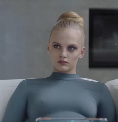 Актриса из клипа «На-На» выпала из окна квартиры бойфренда