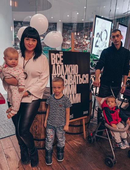 Саша и Артур с детьми