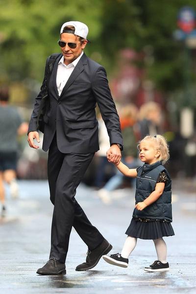 На прогулки Лея выходит в брендовых нарядах