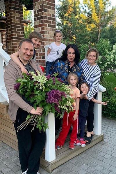 Сын певицы Данила создал крепкую семью