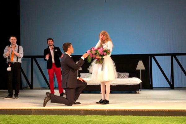 Георгий сделал предложение Светлане прямо на сцене