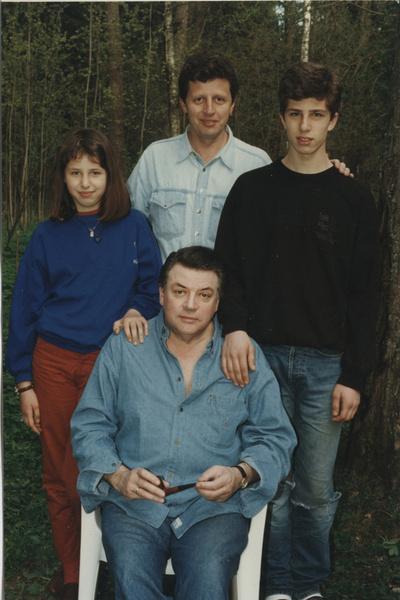 Александр Ширвиндт с сыном и внуками