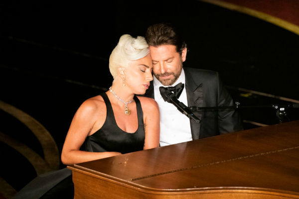 Номер Леди Гаги и Брэдли Купера стал одним из самых трогательных фрагментов премии